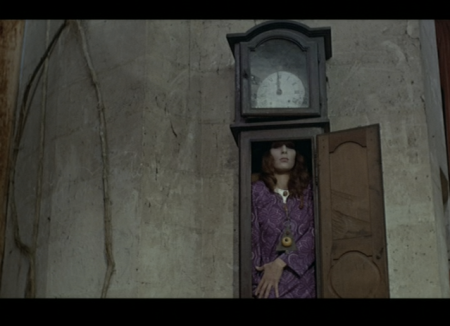 Le Frisson des Vampires - Vampire in a Clock!